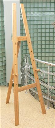 Sale 9066H - Lot 125 - A pine easel H 180cm