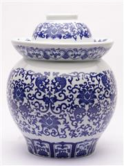 Sale 9078 - Lot 58 - A Blue and White Chinese Lidded Vase (H 35cm)