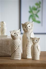 Sale 9075T - Lot 7 - A Trio of White Owls in a weathered off-white retro finish. Each set includes three owls in varied sizes. Height of Tallest 35cm