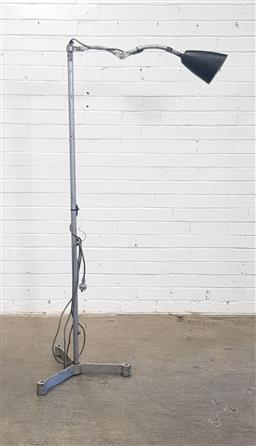 Sale 9157 - Lot 1032 - Industrial floor lamp (h:158cm)