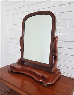 Sale 9154 - Lot 1066 - Victorian Mahogany Toilet Mirror, with arched mirror, shaped supports & plinth base (H: 77 x W: 67 cm)