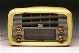 Sale 9114 - Lot 34 - HMV little nipper radio - some wear - untested
