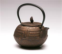 Sale 9110 - Lot 86 - A Japanese cast Iron kettle, signed , (H:15cm)