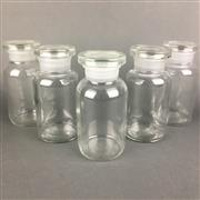 Sale 8638 - Lot 637A - Set of five 500ml wide mouth clear glass chemical storage bottles with original stoppers