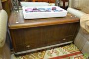 Sale 8515 - Lot 1057 - Art Deco Lift Top Trunk