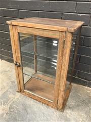 Sale 9056 - Lot 1019 - Vintage Timber Display Case (h:66 x w:47 x d:35cm)