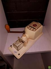 Sale 8582 - Lot 2242 - Douwe Egberts Koffie Grinder