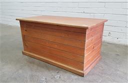 Sale 9112 - Lot 1024 - Timber lift top trunk (h:45 w:90 d:48cm)
