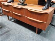 Sale 8908 - Lot 1026 - Vintage Teak 6 Drawer Dresser