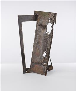 Sale 9221JM - Lot 5085 - ARTIST UNKNOWN Untitled (Abstract) painted metal and steel sculpture h.61, l.37, w.32 cm .