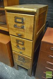 Sale 8364 - Lot 1066 - Vintage Oak Three Drawer Filing Cabinet