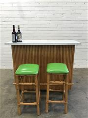 Sale 9092 - Lot 1067 - Bamboo front bar unit with laminate top and 2 stools (h:101 x w:121 x d:35cm)