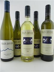 Sale 8398A - Lot 862 - 5x Main Divide, NZ - 1x 2006 & 04 Chardonnay, 1x 2006 & 04 Sauvignon Blanc, 1x 2009 Pinot Gris