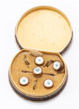 Sale 9190E - Lot 49 - A cased set of mother of pearl set buttons