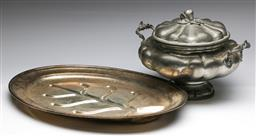Sale 9173 - Lot 21 - An Italian lidded pewter tureen (H:23cm) together with a tray (L:51cm)
