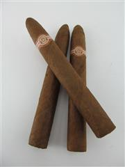 Sale 8411 - Lot 610 - 3x Montecristo No.2 Cigars, Havana - loose cigars removed from humidor, 15.5cm (one slightly damaged)