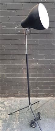 Sale 8971 - Lot 1063 - Industrial Style Floor Lamp (H:157cm)