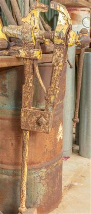 Sale 8984W - Lot 574 - A large cast iron bench mount vice with yellow paint remnants. Height 106cm