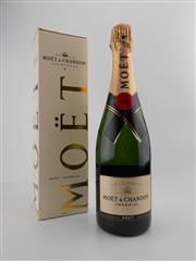 Sale 8532W - Lot 58 - 1x NV Moet et Chandon Imperial Brut, Champagne - in box
