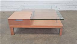 Sale 9157 - Lot 1008 - Modern glass top coffee table (h:36 x w:100 x d:100cm)