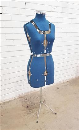 Sale 9121 - Lot 1065 - Adjustable dress makers mannequin (h:90cm)