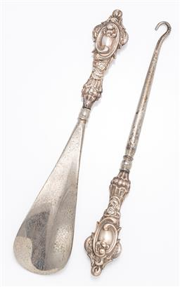 Sale 9190E - Lot 5 - A sterling silver handled button hook and shoe horn, Length 17.5cm