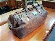 Sale 8672 - Lot 1039 - Vintage Doctors Bag
