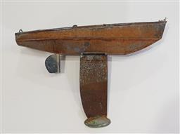 Sale 9154 - Lot 1014 - Vintage tin pond yacht (h:30 x w:50cm)