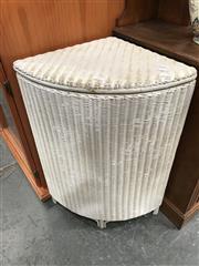 Sale 8868 - Lot 1585 - Lloyd Lume Style Hamper